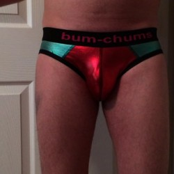 Review Bum Chums Nebula Brief