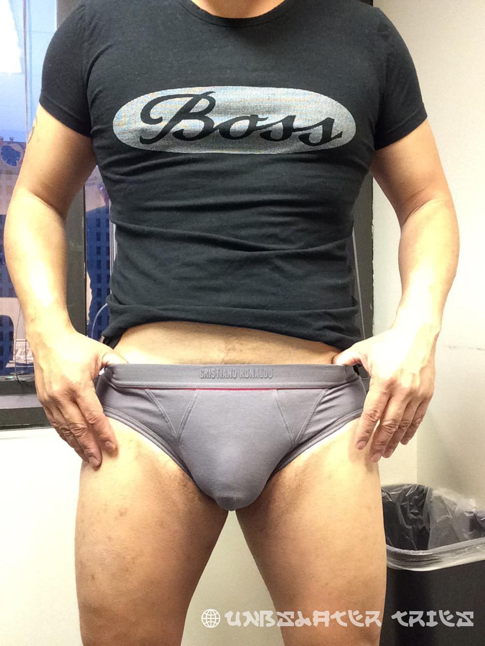 UNB Slater tries CR7 Underwear