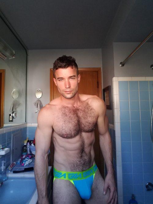 sexy-selfies-from-blue-dj-in-garc%cc%a7on-model-jockstraps-2