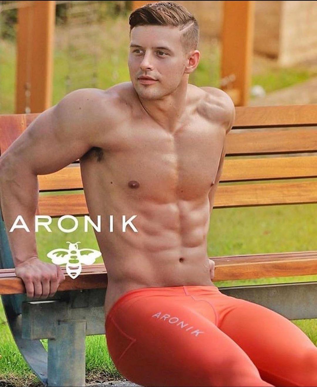 Bief Distraction featuring Aronik