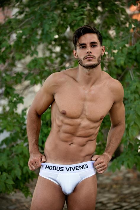 Modus Vivendi - Model Interviews Ale Rodriguez & Adrian Panadero