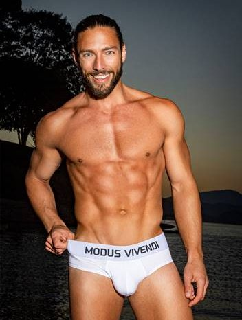 Interview with Modus Vivendi model Frank Martins
